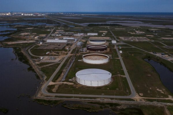 Oil prices rise as US inventories fall